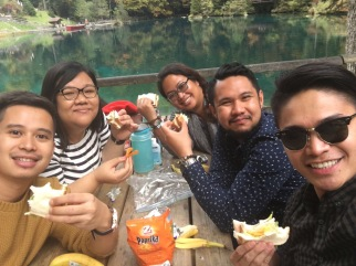 Eating our homemade sandwiches by the lake in Blausee, Switzerland (Photo by Jay Carl G.)